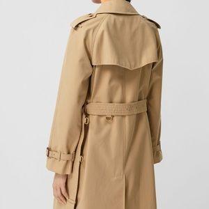 Burberry London Coat 🧥